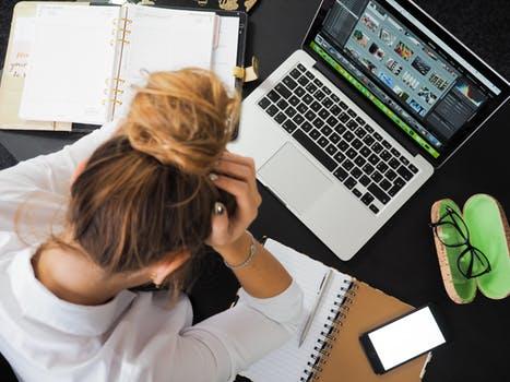 在宅で仕事をする際の「ライティング案件」の探し方3選